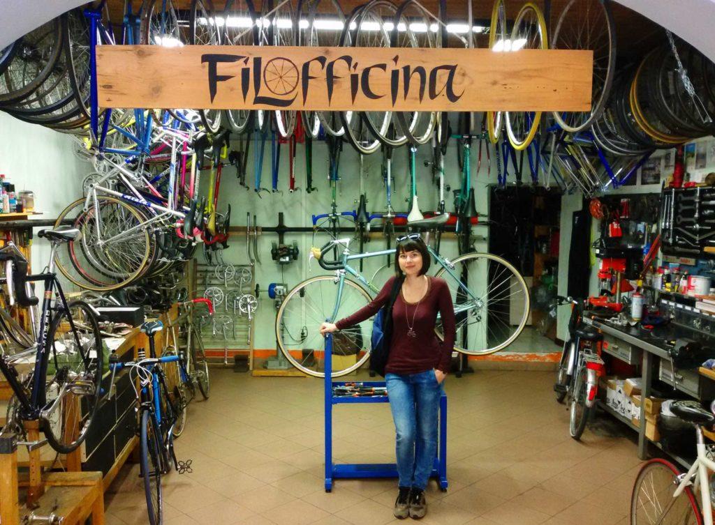 Lisa-Bartali-nel-negozio-Filofficina-1024x753