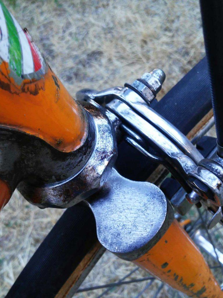 dettaglio-bicicletta-Bartali-da-corsa-dopo-il-restauro-768x1024