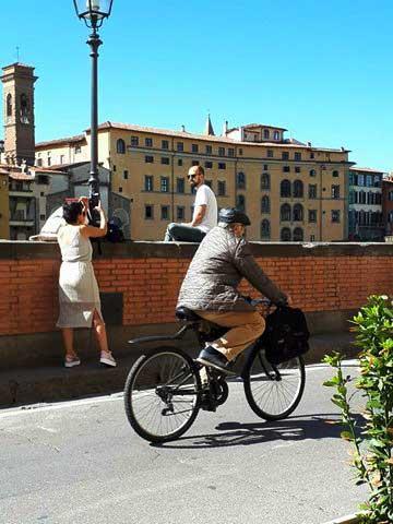 ciclista-sui-lungarni