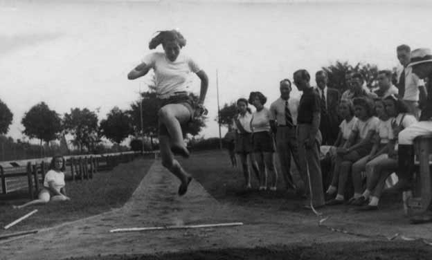 margherita-hack-salto-in-lungo-al-Giglio-Rosso-1941