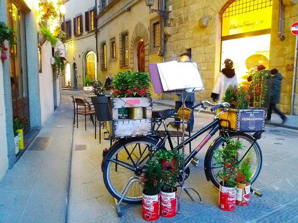 bicciletta-fuori-da-un-ristorante