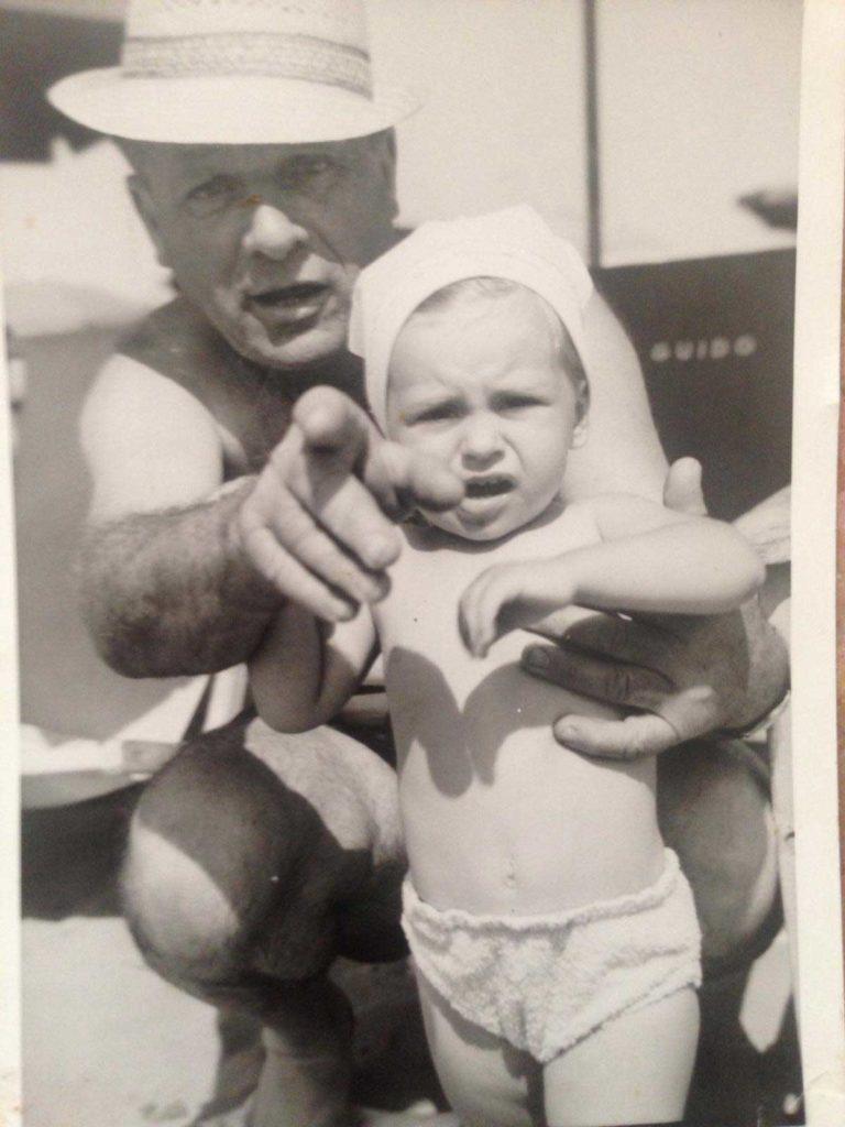 Oscar-Casamonti-con-la-nipote-Monica-768x1024