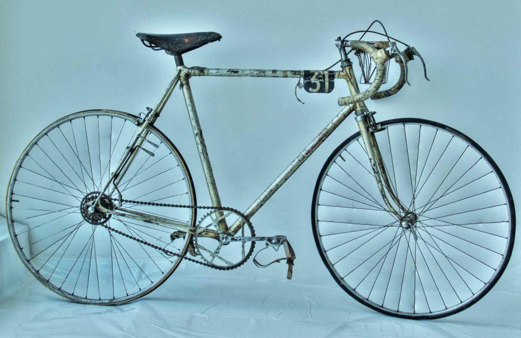 bicicletta-di-Gino-bartali-Tour-1948-cambio-corsa-Campagnolo-due-leve-1024x665