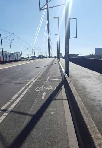ciclabile-sul-viadotto-a-dusseldorf