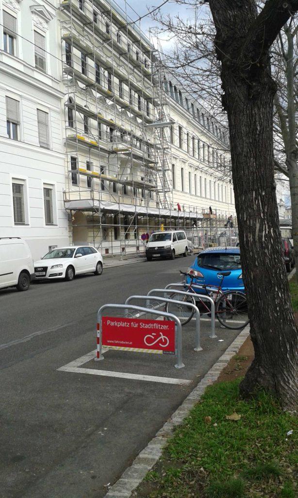 parcheggi-biciclette-a-Vienna-614x1024