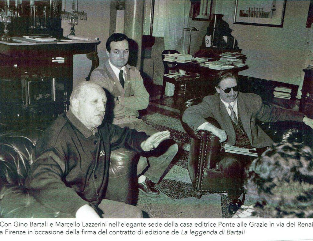 Marcello-Lazzerini-Romano-Beghelli-e-Gino-Bartali-nella-sede-della-casa-editrice-Ponte-all-Grazie-1024x787